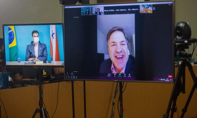 O governador Helder Barbalho em videoconferência com o embaixador dos EUA, Todd Chapman