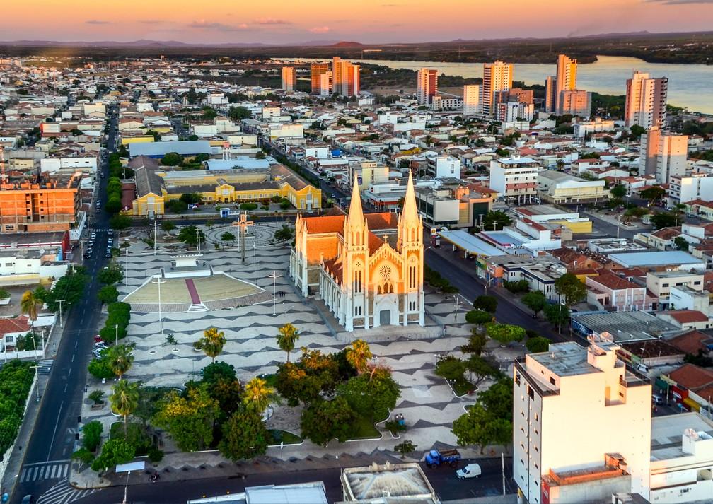 """A catedral de Petrolina está bem no centro da cidade. """"Construamos a casa de Deus e tudo mais crescerá ao redor dela"""", dizia Dom Malan — Foto: Maurício André Anjos/Arquivo pessoal"""