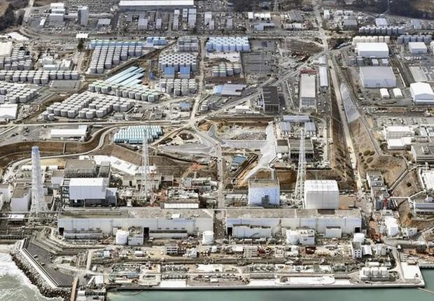 A usina nuclear Fukushima Daiichi, atingida por um tsunami na prefeitura de Fukushima, Japão (Foto: Kyodo/REUTERS)