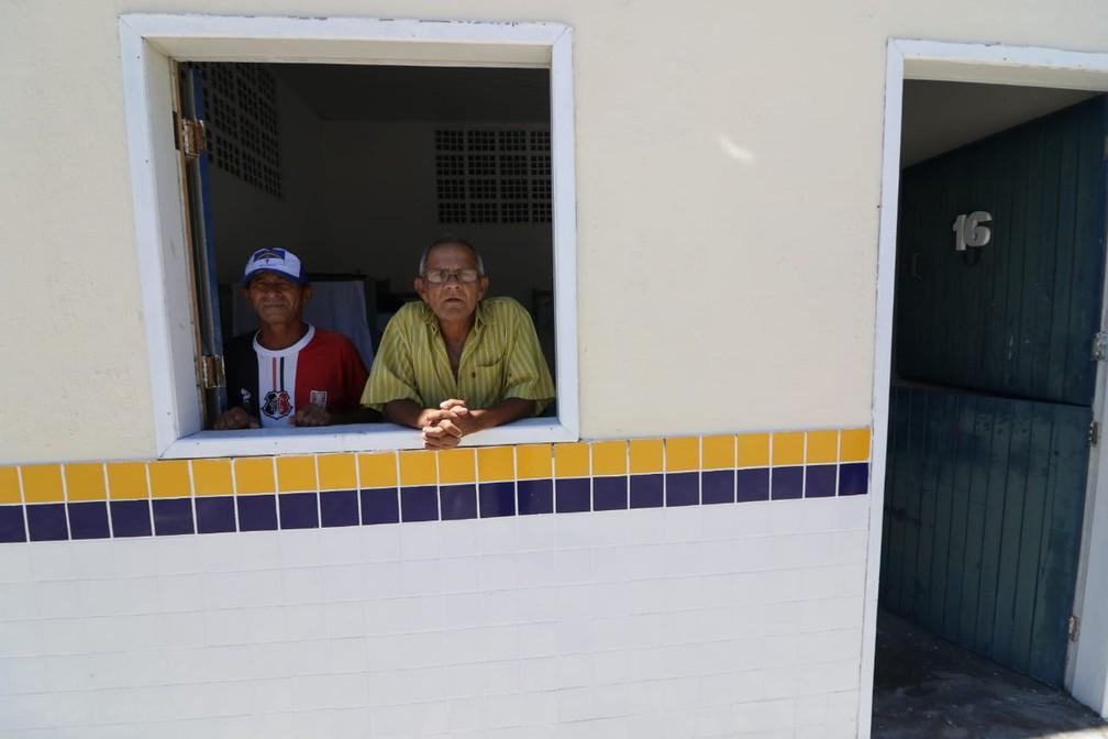 Moradores do Holiday foram transferidos para abrigo no Centro do Recife — Foto: Marlon Costa/Pernambuco Press