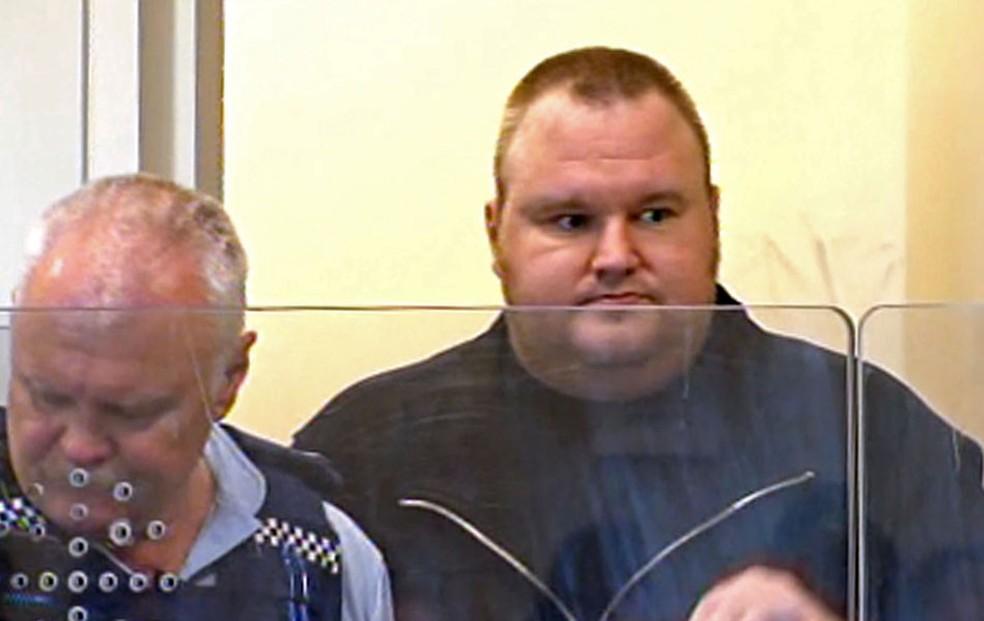 -  Kim Dotcom, fundador do site Megaupload, quando foi preso em Auckland, na Nova Zelândia.  Foto: AFP/TV3