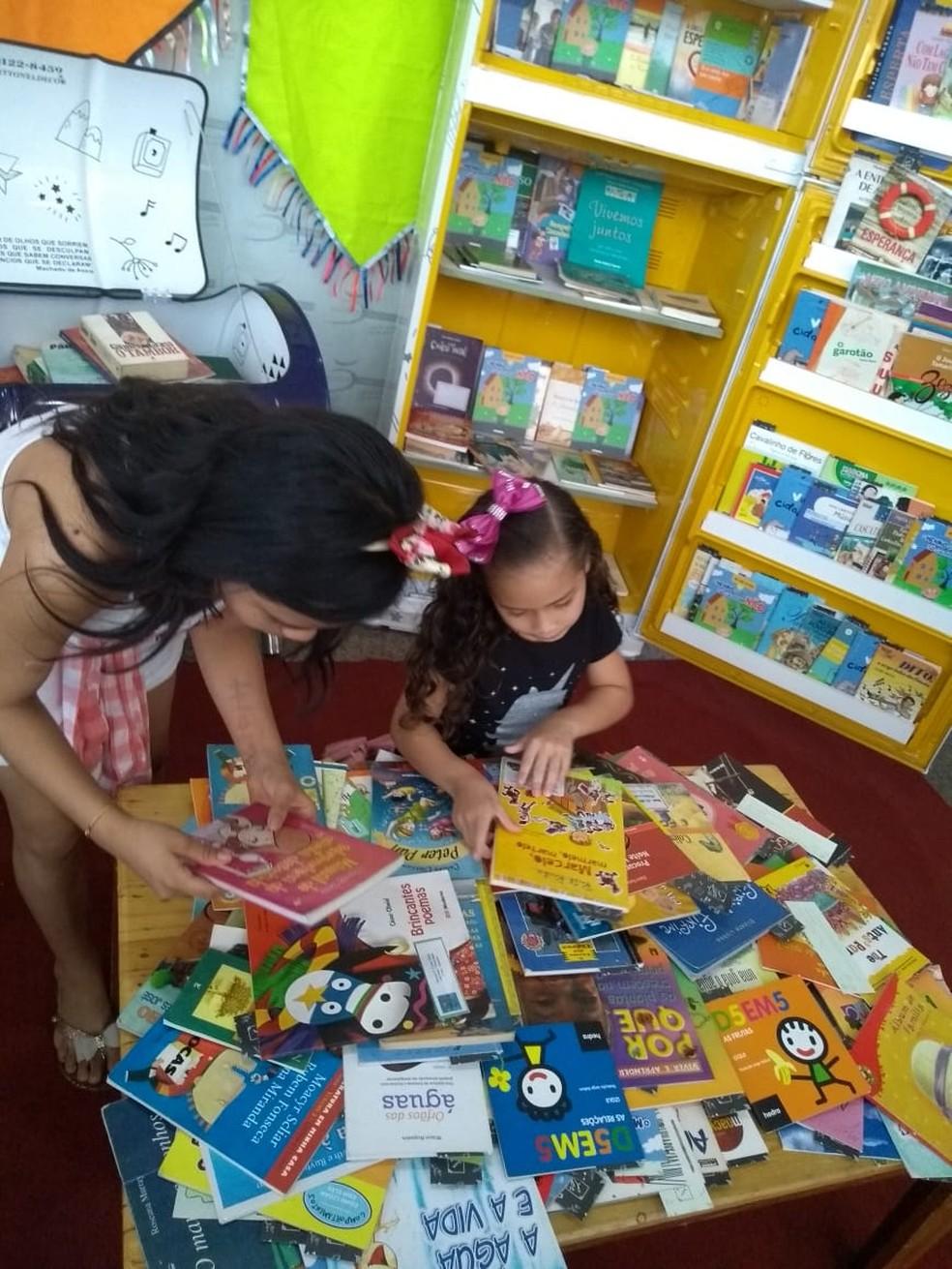 """O Projeto """"Ler +1"""" faz incentivo à leitura (Foto: Rede Amazônica)"""
