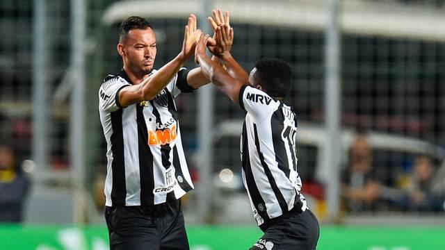 Cazares e Réver comemoram o gol, Atlético-MG x Cruzeiro - Copa do Brasil