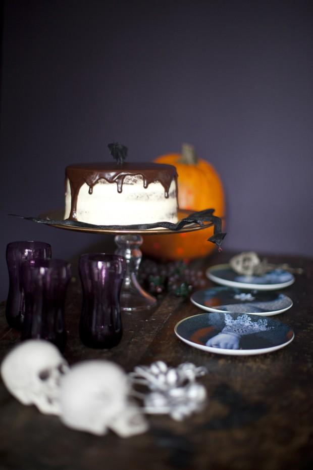 Como fazer o bolo Black Velvet, uma ótima pedida para o Halloween (Foto: Reprodução)