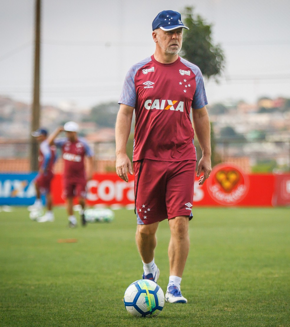 ... Mano dá a entender que alguns jogadores deixarão o Cruzeiro na próxima  temporada — Foto  3d682f993c9d0