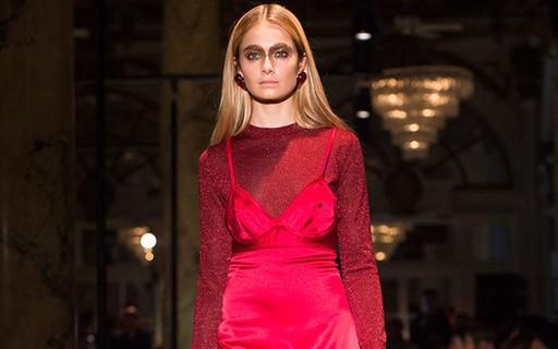 Passarela: vestido com blusa segue como a combinação preferida da moda
