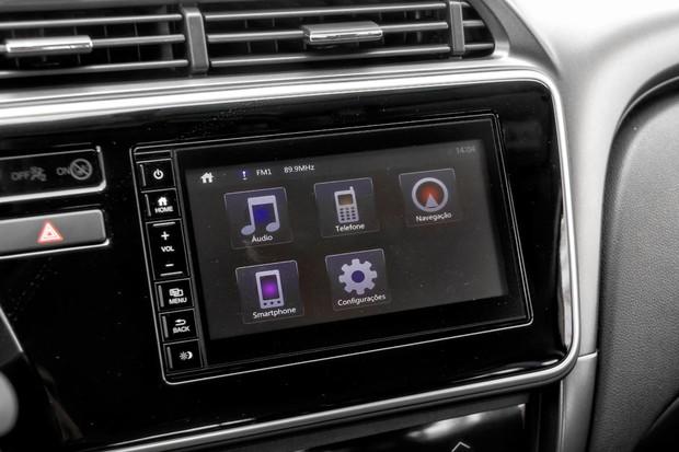 Central multimídia é a mesma que estreou no Fit e tem compatibilidade com Apple e Android (Foto: Leo Sposito/Autoesporte)