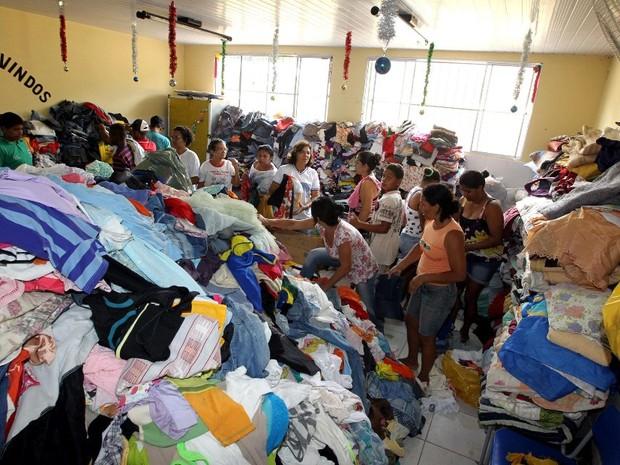 Roupas e agasalhos são arrecadados para a população de Lajedinho (Foto: Haroldo Abrantes/GOVBA)