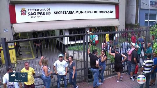 Motoristas de vans escolares ocupam sede da Secretaria Municipal da Educação de SP
