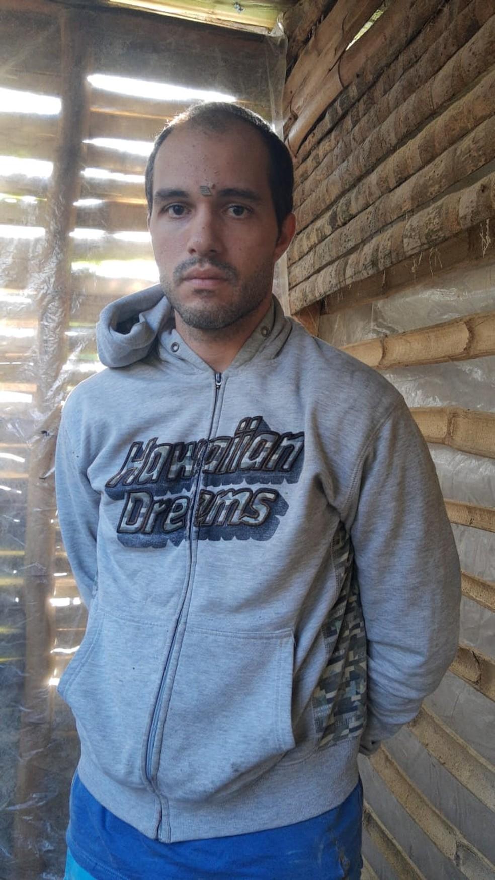 Rafael Rodrigues foi preso em um barraco numa área de mata em Pacaraima, na fronteira com a Venezuela. — Foto: Arquivo pessoal