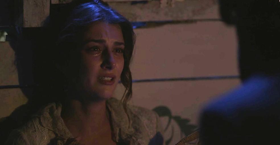 Cecília chora ao contar para Rômulo sobre suas aflições  (Foto: TV Globo)