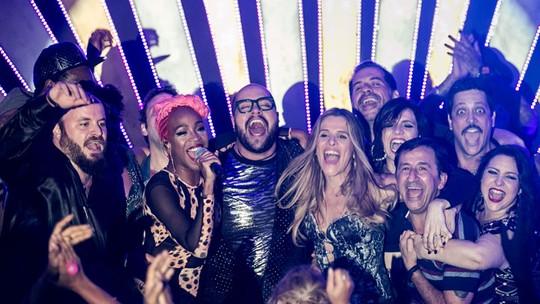 Karol Conka canta música 'Tombei' com elenco de 'Chapa Quente'; veja vídeo!