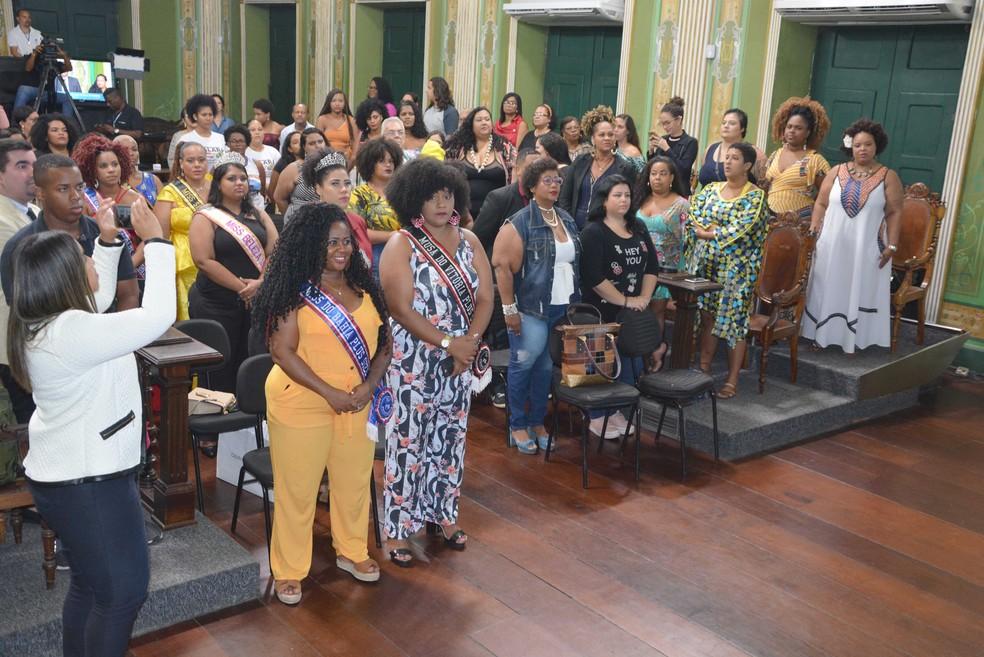 Vinte pessoas foram homenageadas durante a sessão solene — Foto: Valdemiro Lopes/Ascom Câmara de Vereadores de Salvador