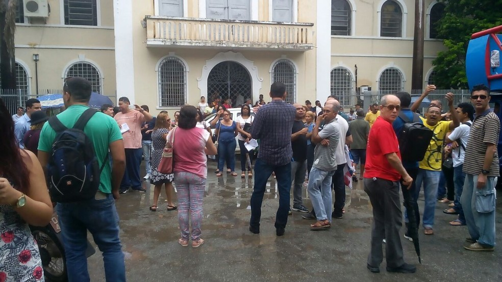 Após o anúncio do reajuste, os professores estaduais realizaram um protesto no Centro de São Luís. (Foto: Mano Costa/TV Mirante)