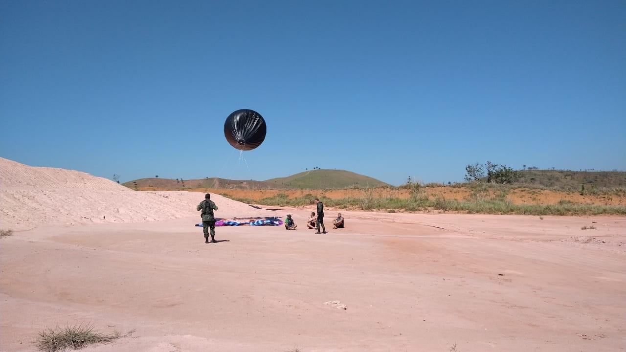 Trio é preso ao ser flagrado se preparando para soltar balão em Guaratinguetá, SP