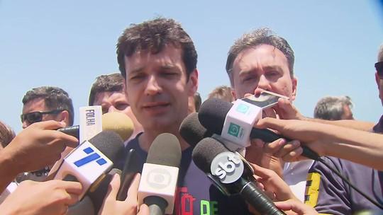 """Ministro do Turismo diz que viu """"praias limpas"""" em Pernambuco"""
