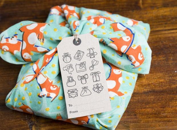 Embalagem sustentável - Lush knot wrap (Foto: Econize/ Reprodução)