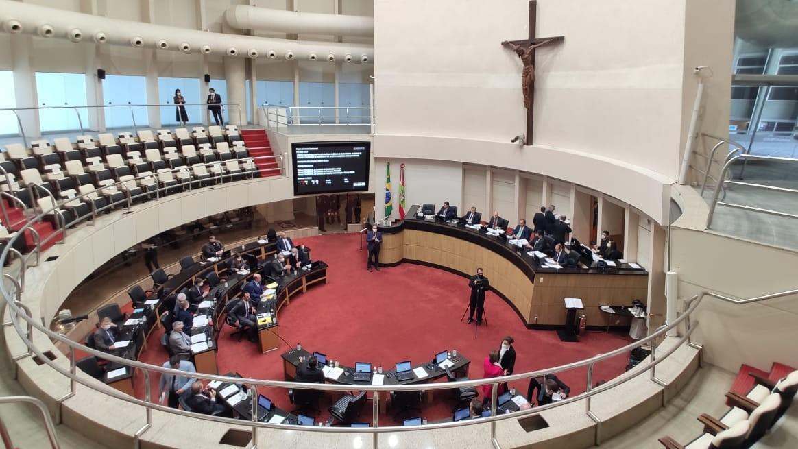 Sessão na Alesc vota reforma da previdência dos servidores de SC