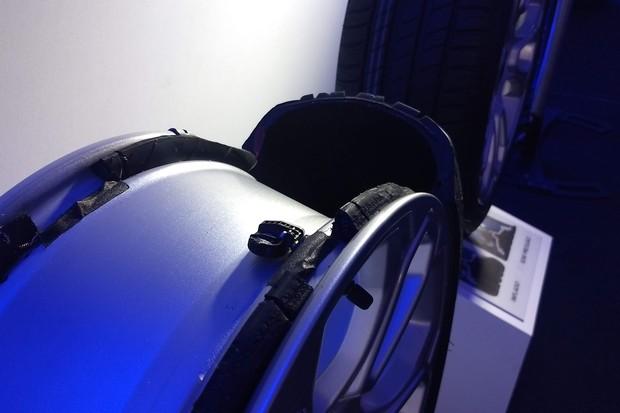 Válvula Sistema Monitoramento Alerta Pressão Pneus (Foto: Rodrigo Ribeiro)