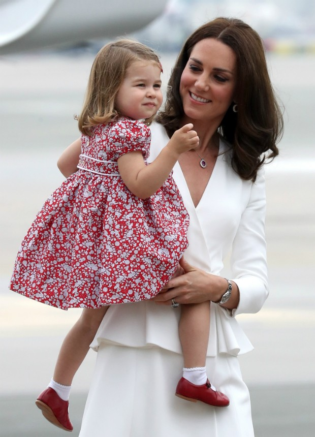 Kate Middleton com a Princesa Charlotte (Foto: Getty Images)