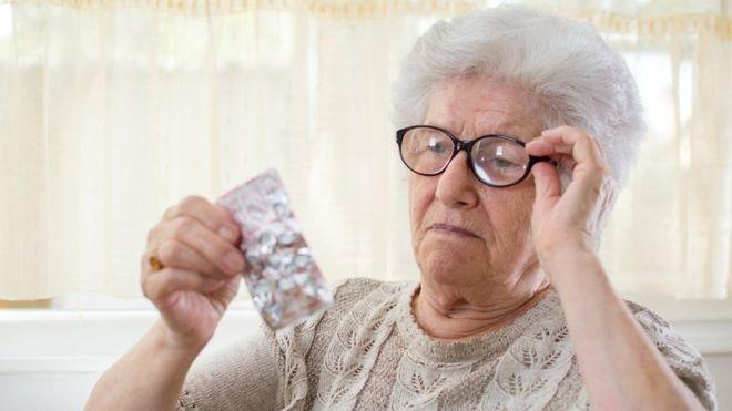 Segundo a pesquisa, feita nos EUA e na Austrália, não há nenhum benefício em tomar aspirina todo dia se você é saudável e não sofreu derrame ou ataque cardíaco (Foto: GETTY IMAGES via BBC)