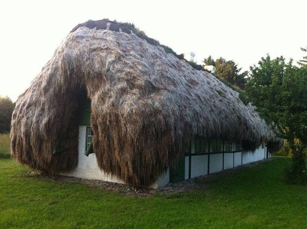 Que tal passar a noite em uma casa na com telhado de 32 toneladas? (Foto: Divulgação)