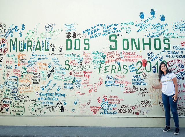 Um programa no ensino público em Pernambuco levou Ania Yolandy a estudar no Canadá. A aluna voltou com novas ambições (Foto: Eduardo Siqueira)