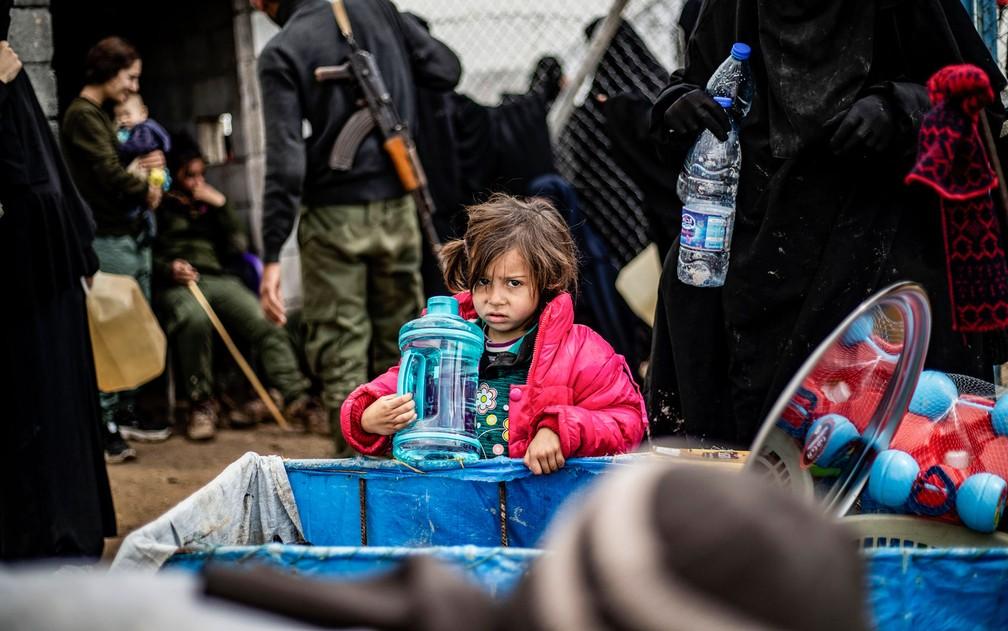 Criança síria no campo de refugiados de al-Hol na província de al-Hasakeh, no nordeste da Síria, em 28 de março — Foto: Delil Souleiman/AFP