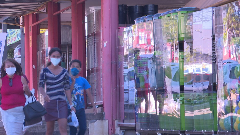 Comércio em Ceilândia, no DF, passa por restrições devido à pandemia de coronavírus  — Foto: TV Globo/Reprodução