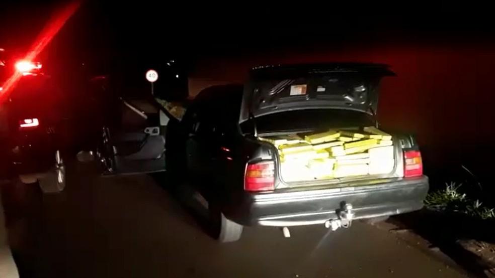 Condutor preso na SP-270 em Ourinhos (SP) alegou que receberia R$5 mil para transportar maconha  — Foto: Polícia Rodoviária/ Divulgação