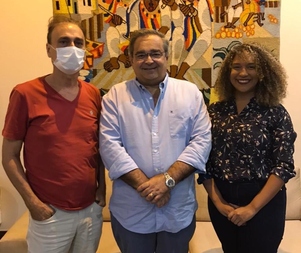 Dácio Galvão, secretário de Cultura, prefeito Álvaro Dias e a nova secretária Yara Costa — Foto: Divulgação