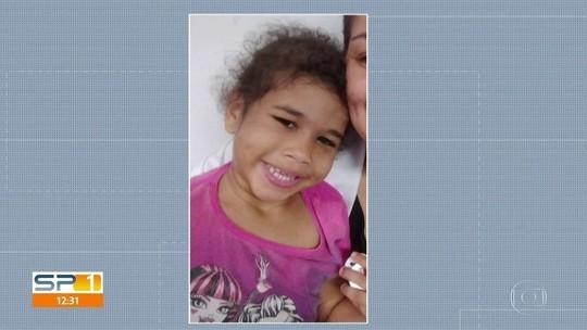 Corpo de menina de 3 anos morta após ser espancada é velado