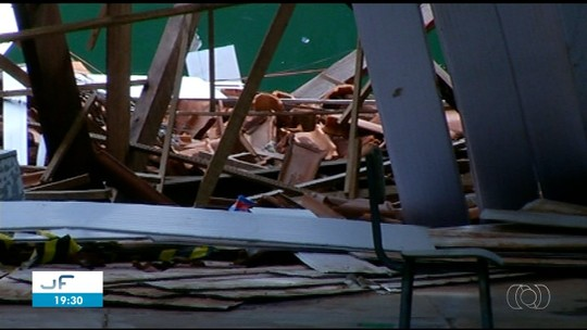 Escombros continuam em pátio de escola dois meses após desabamento