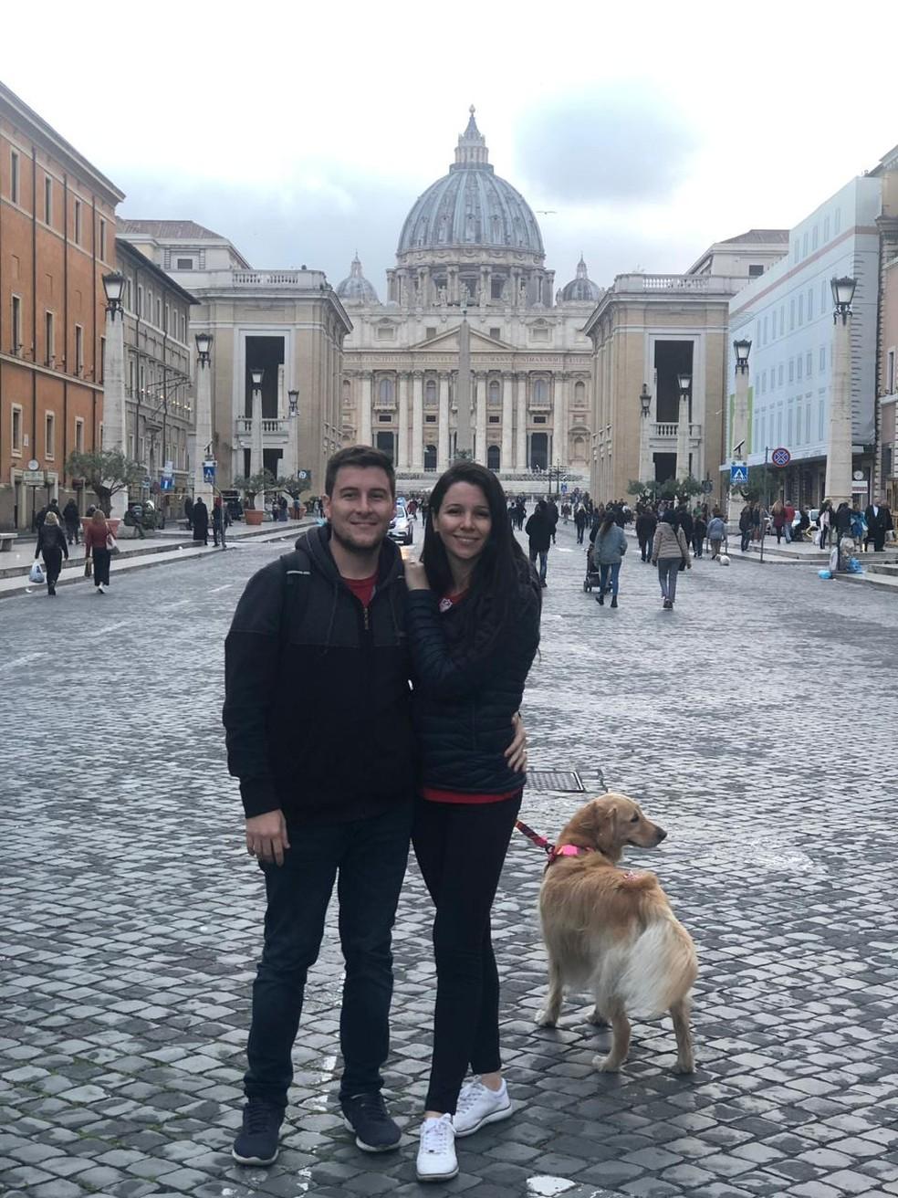 Família no Vaticano — Foto: Talita Meurer Alberti/ Arquivo pessoal