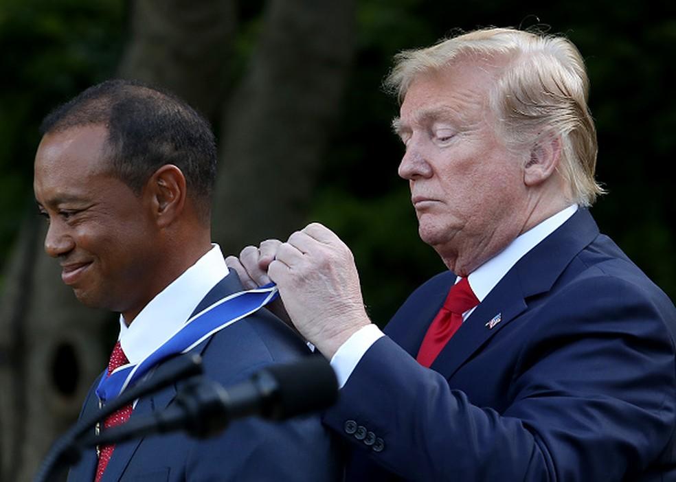 9ec665b81 ... Tiger Woods recebe medalha de Trump — Foto  Getty Images  Win McNamee