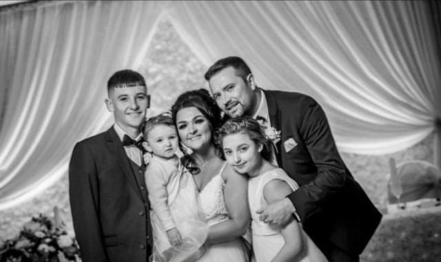 Samantha com o marido e os três filhos mais velhos (Foto: Reprodução/GoFundMe)