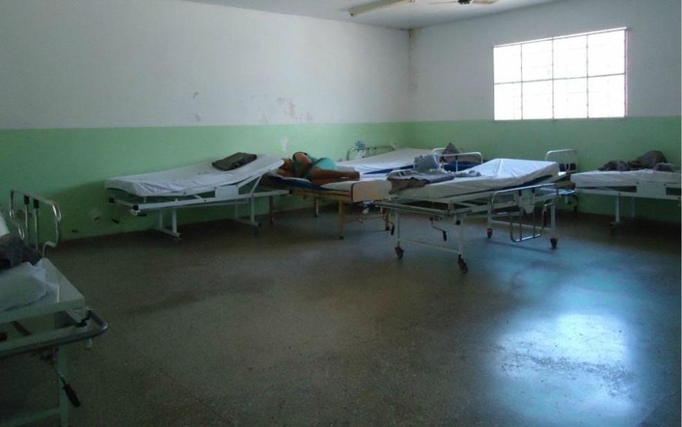 Inspeção percebeu utilização de macas como cama no Hospital Psiquiátrico Adauto Botelho, em Cuiabá (Foto: MNPCT)