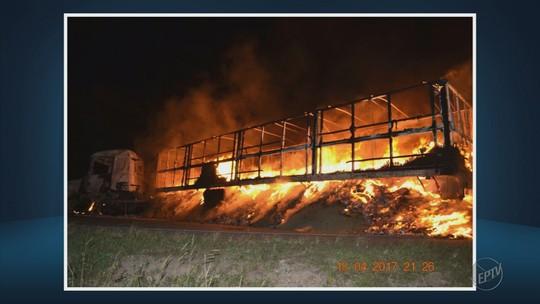 Carreta pega fogo e perde carga de café avaliada em cerca de R$ 251 mil em Monte Belo, MG