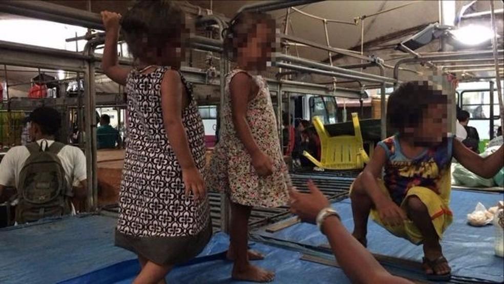 Membros da etnia warao têm vivido de forma precária no país: crianças estão desnutridas e com diarreia por causa do alto consumo de açúcar (Foto: Leandro Machado/BBC Brasil)