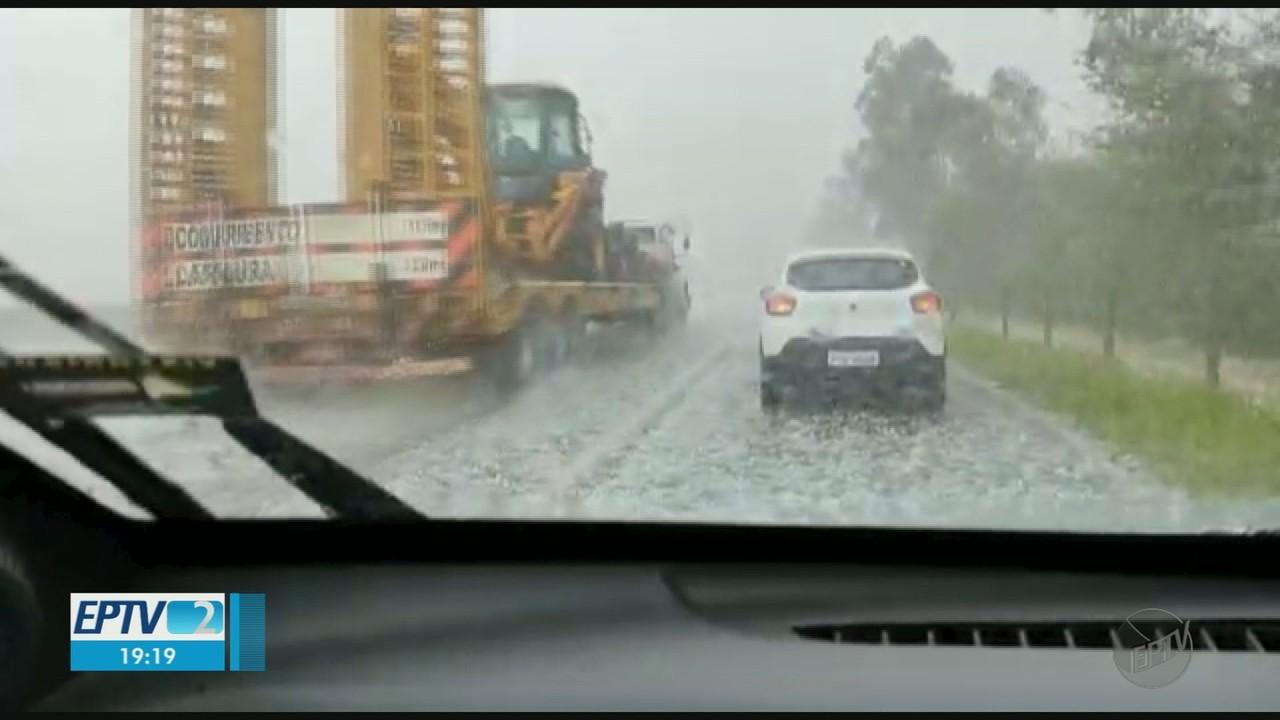 Moradores registram queda de granizo na região de Ribeirão Preto