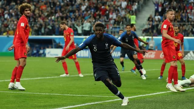 Umtiti comemora gol da França contra a Bélgica