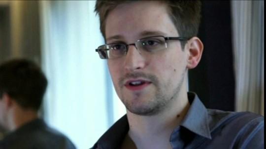Rússia estende, por mais dois anos, a permissão para que Snowden continue morando no país