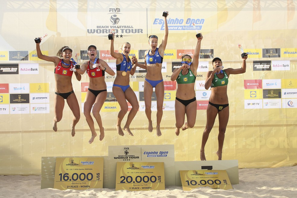 Pódio da etapa de Espinho do Mundial de Vôlei de Praia — Foto: Divulgação/FIVB