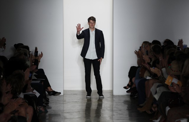 NEW YORK, NY - SEPTEMBER 11:  Designer Wes Gordon walks the runway during Wes Gordon Spring 2016 MADE Fashion Week at Milk Studios on September 11, 2015 in New York City.  (Photo by Joe Kohen/Getty Images) (Foto: Getty Images)
