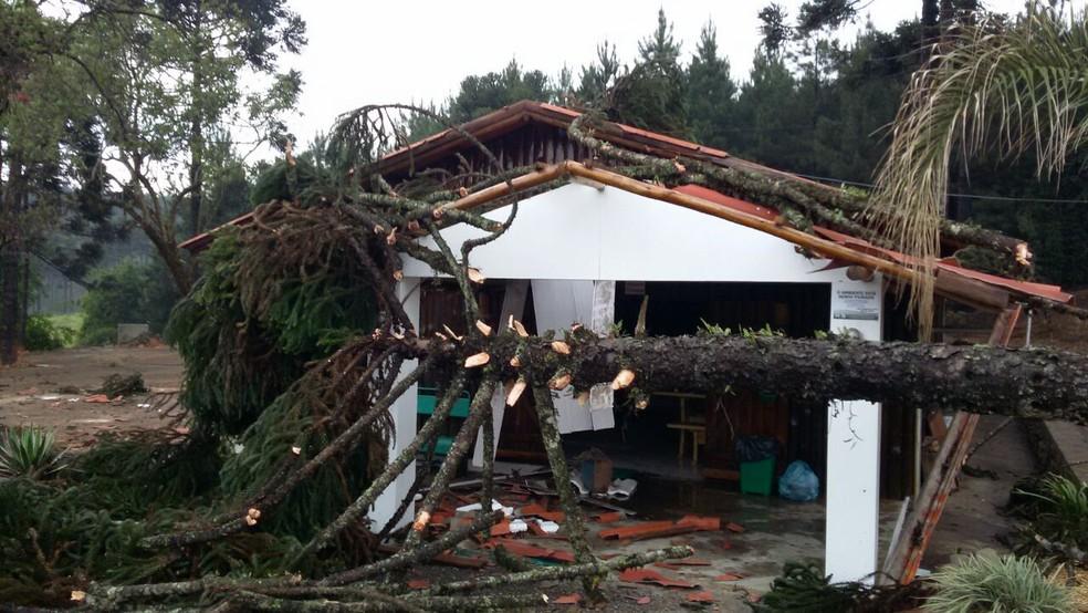 Refeitório da empresa também foi atingido (Foto: Nelson Kolbet/Defesa Civil)