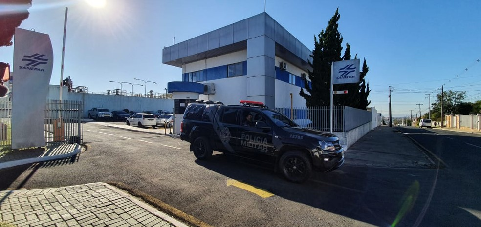 Gaeco cumpre mandado na sede da Sanepar em Ponta Grossa — Foto: André Salamucha/RPC Ponta Grossa