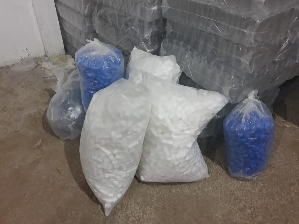 Polícia descobre fábrica clandestina de álcool em gel falso na Bahia — Foto: Divulgação/SSP-BA
