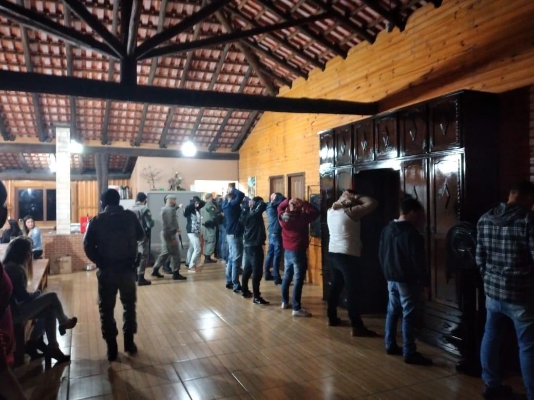 Festa clandestina é interrompida em Mostardas; 27 pessoas estavam no local, diz BM