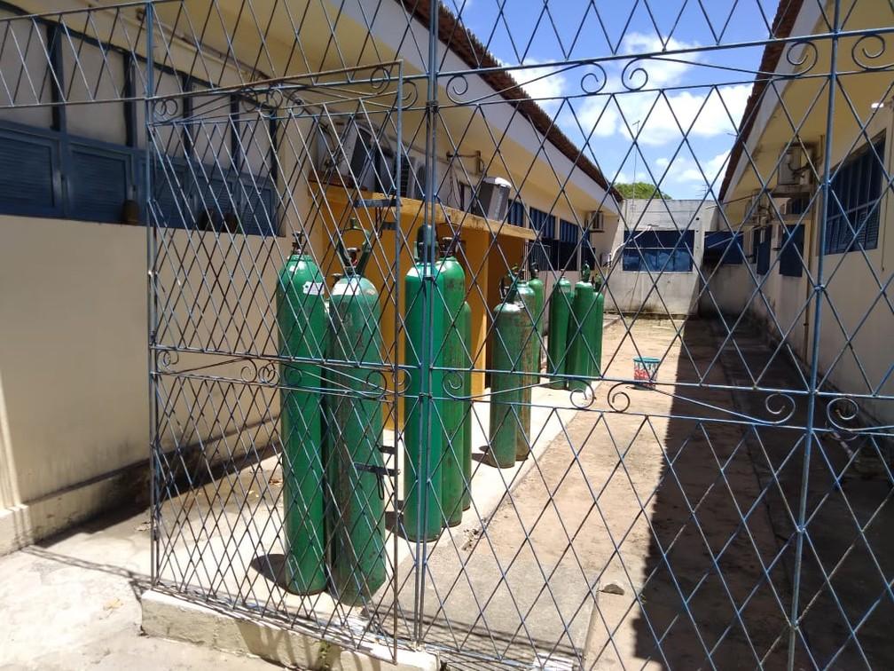 Cilindro de oxigênio no hospital municipal de Ceará-Mirim, que precisou transferir pacientes por risco de desabastecimento — Foto: Julianne Barreto/Inter TV Cabugi
