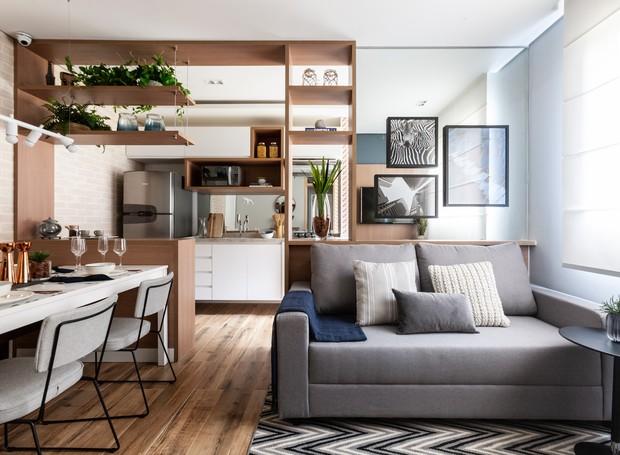 Apê de 42 m² parece maior graças à marcenaria e ao uso de espelhos - Casa e  Jardim | Decoração
